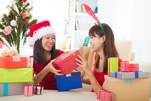 Best Christmas Presents for Your Older Sister, diy christmas presents for sister, christmas present ideas for sister, christmas presents for sister in law, christmas presents for older parents, christmas gifts for older sister, christmas presents for mom, christmas presents for her, christmas presents for brother,
