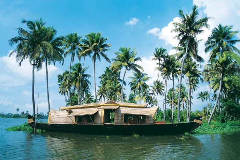 Romantic Places in Kerala you must visit at least once with your Partner, best places in kerala to visit, honeymoon trip to kerala, kerala honeymoon resorts, places to visit in kerala for 3 days, honeymoon places in ooty, best honeymoon places in kerala in july, best honeymoon places in kerala in june, honeymoon in kerala in december,