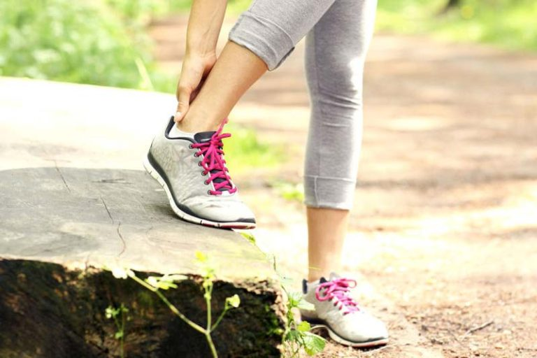 How to stay fit while injured, how to stay fit with a knee injury, how to stay fit with a sprained ankle, how to work out with an injured knee, how to stay fit with a broken foot, how to do cardio with a knee injury, how to stay in shape after knee surgery, losing weight knee injury, upper body workout after knee surgery,