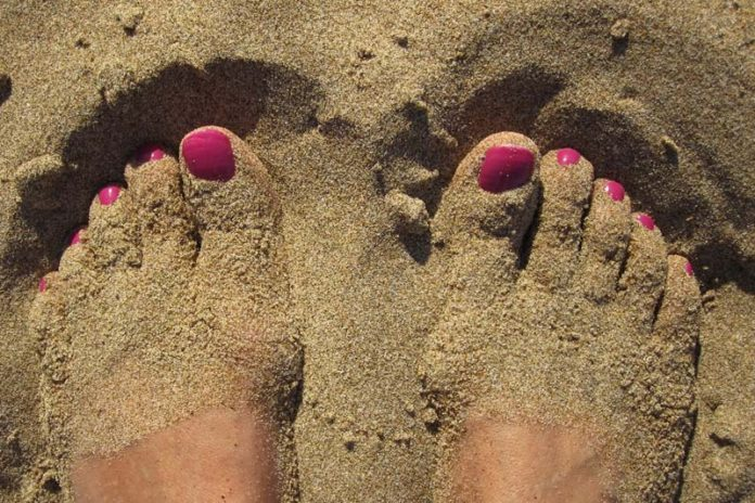 How To Maintain Healthy Feet, how to maintain beautiful feet, healthy feet cream, how to keep your feet healthy and soft, what is foot hygiene, are my feet healthy, how to keep feet clean and white, how to keep your toenails clean, foot hygiene products,