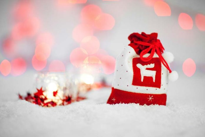6 Tips for Finding Fantastic Christmas Gifts on a Budget - Women ...