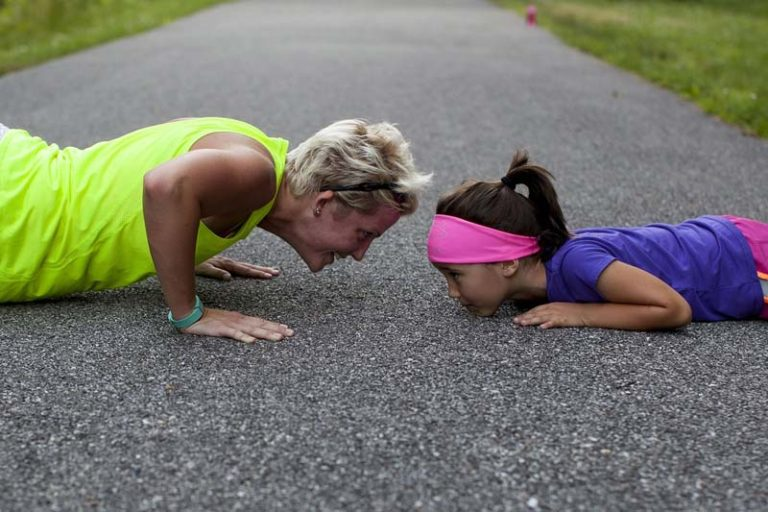8 Tips from Fit Mom Bloggers on Finding Time for Exercise, how to find time to exercise with a busy schedule, working mom fitness blog, stay at home mom workout schedule, gym schedule for working mom, working moms when do you exercise, workouts for moms with toddlers, moms and fitness, new mom exercise plan,