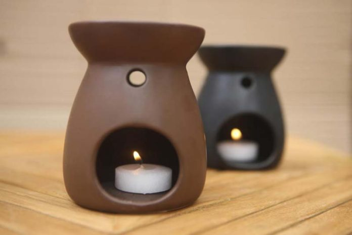 5 Amazing Health Benefits of Oil Diffusers, what does a essential oil diffuser do, diffuser health risks, what is a diffuser for essential oils, essential oils diffuser recipes, eucalyptus essential oil diffuser benefits, what is the point of diffusers, lavender diffuser benefits, chamomile oil diffuser benefits,