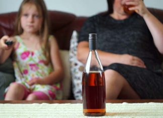 5 Ways Drinking Alcohol Can Affect Your Motherhood