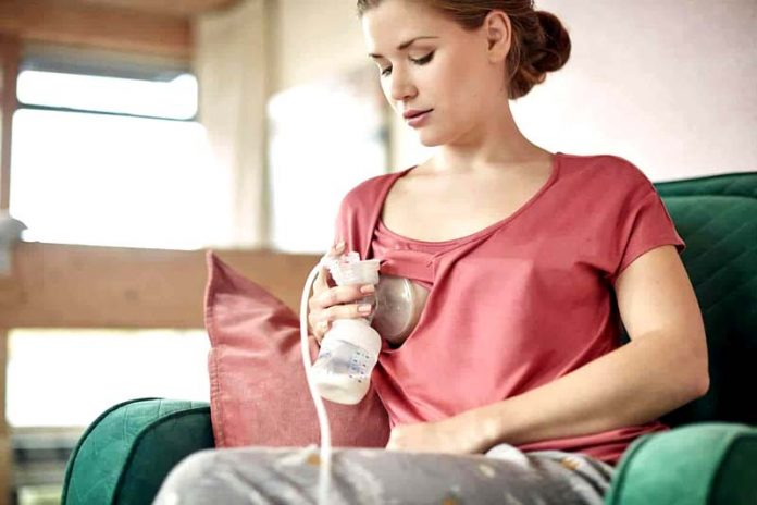 7 Items You Need to Breast Pump on the Go