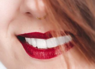 How to Naturally Whiten Teeth : 自然美白牙齒的方法