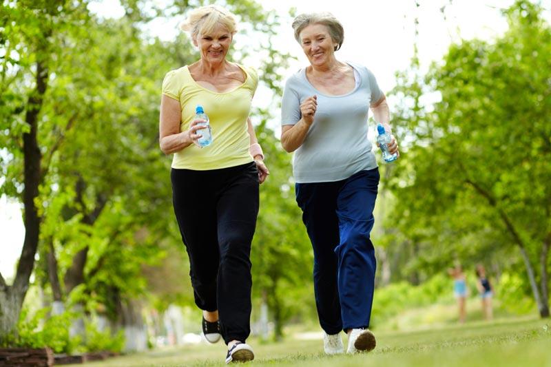 10 exercices de fitness faciles pour les femmes plus âgées   – abdo
