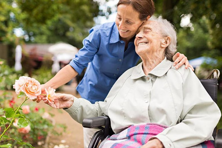 Choosing Between Nursing Homes and Assisted Living