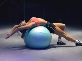 3 Ways a Fitness Ball Can Improve a Woman's Strength