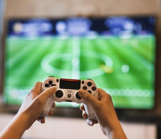 Safe Ways to Game While Exercising