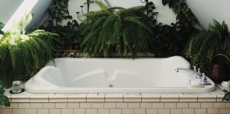 The Benefits Of Using A Bench Style Hot Tub